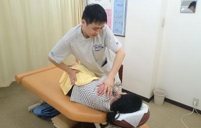 4、施術Ⅱ、背骨、骨盤の矯正(CMT)